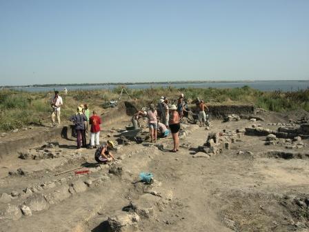 Археологи работают
